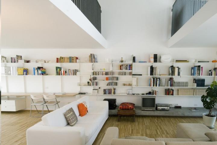 K1 Kryptonite: Long Bookcase Display