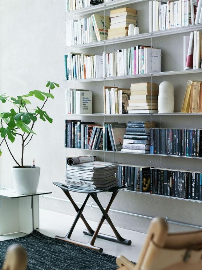 String System bookshelves Wall Mounted. (Photo :Petra Bindel)