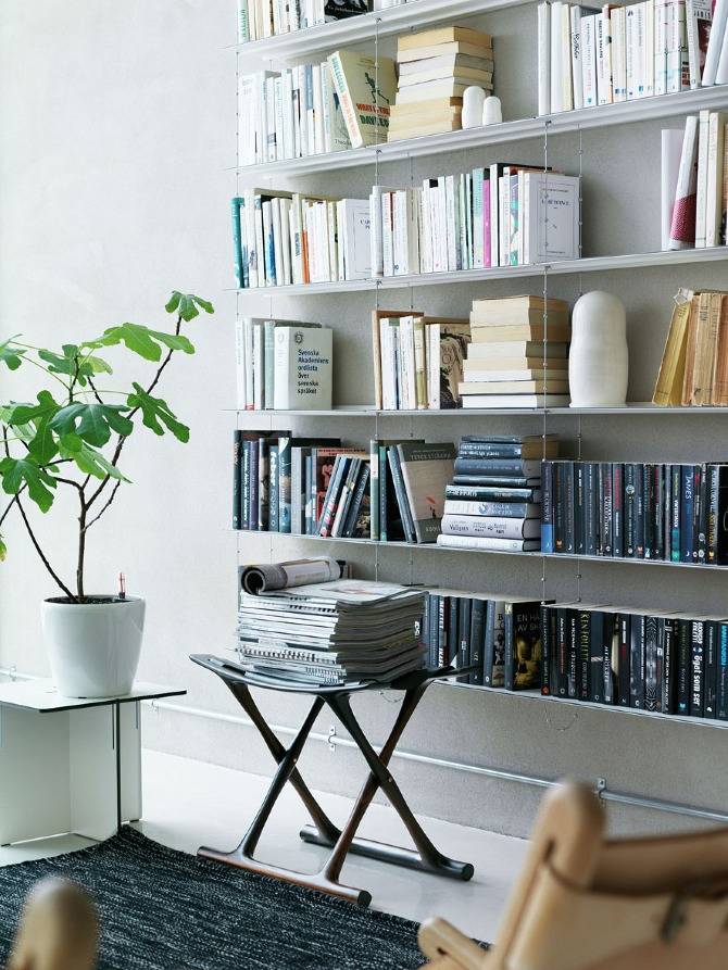 String System bookshelves Wall Mounted. (Photo :Petra Bindel)